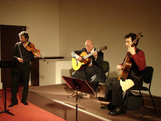 Raul Maldonado , Alberto Vingiano ( guitar) and Cyril Garac (Violin)